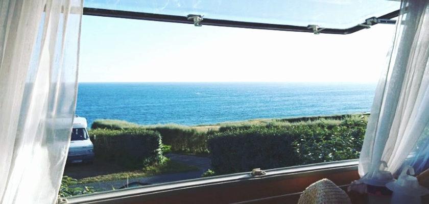 Blick aus dem Wohnwagen Fenster