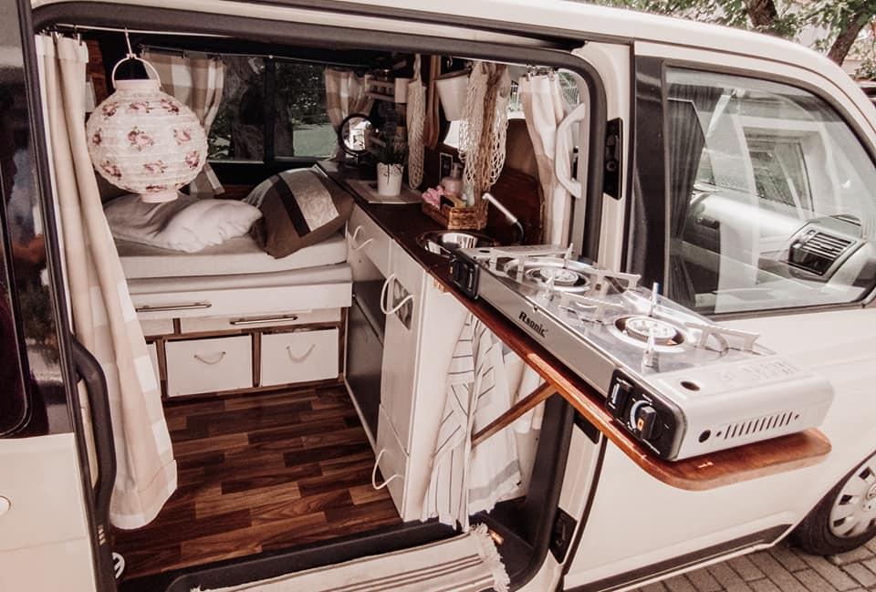 Ausziehbare Küche im VW T5 Camper
