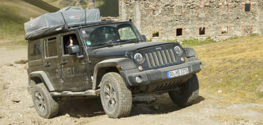 Jeep Wranger Unlimited JK mit Dachzelt und Campingausbau
