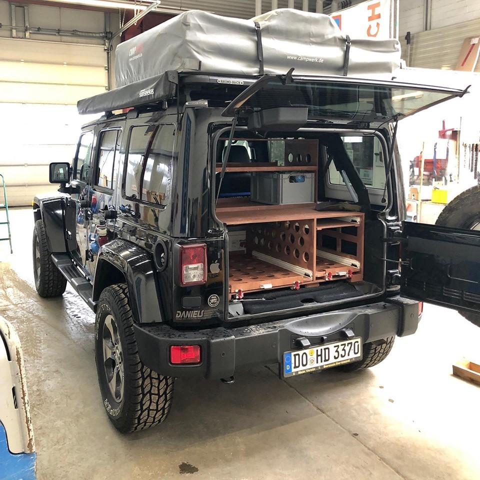 Campingausbau aus Holz für Jeep Wrangler Unlimited JK