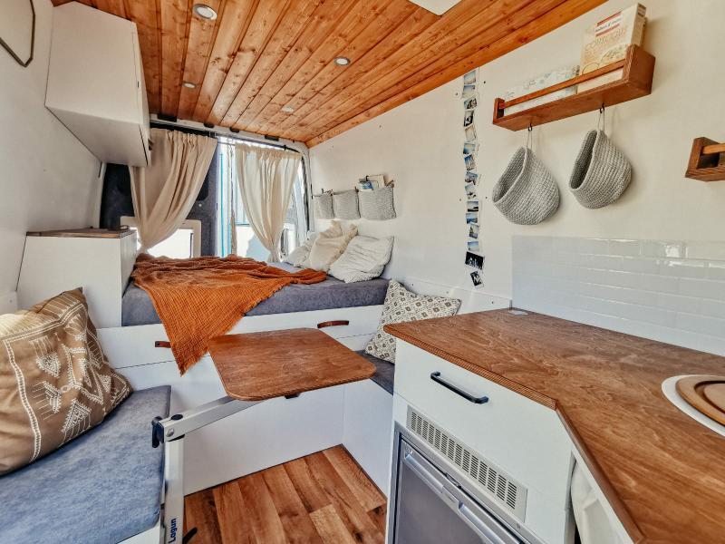 Gemütlicher Innenausbau Ford Transit Camper