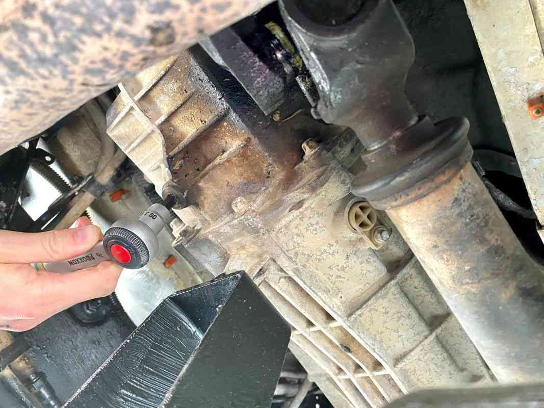 Öl wechseln Schaltgetriebe Defender TD4